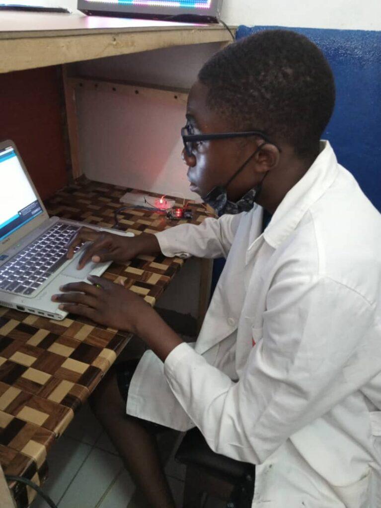 L'élève Ryan en pleine préparation pour la présentation à la cérémonie du 28 Aout 2021